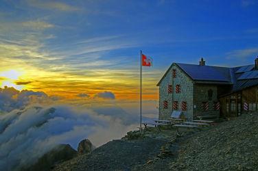 Bild mit Berge,Gletscher,Sonnenuntergang,Sonnenaufgang,Nebel,Alpen,Sonnenuntergänge,berg,Gebirge,Gipfel