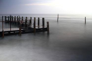 Bild mit Natur, Wasser, Landschaften, Gewässer, Meere, Wellen, Nebel, Ostsee, Meer, Landschaft, Steg, ozean