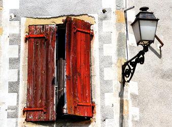 Bild mit Rot, Fenster, romantik, romantik, Retro, Nostalgie, Laterne, romantisch, alt, dorf, hauswand, nostalgisch, fensterladen, marode