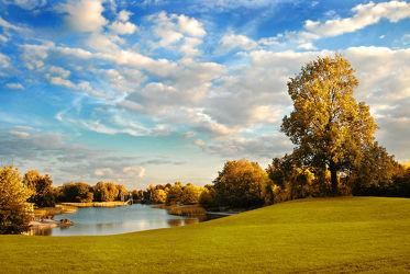 Bild mit Natur, Landschaften, Bäume, Wolken, Seen, Sommer, Sonne, Baum, Landschaft, Wiese, See, Wiesen