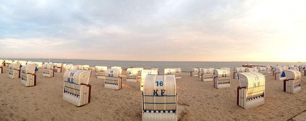 Bild mit Strände, Sonnenuntergang, Sonnenaufgang, Strand, Meerblick, Strandkörbe, Panorama, Ostsee, Strandkorb, Nordsee, See, Am Meer