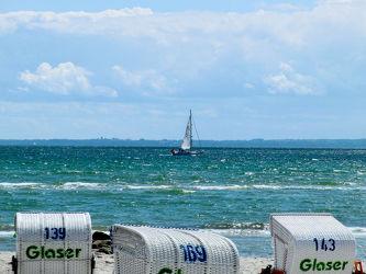 Bild mit Wasser, Gewässer, Strände, Wellen, Segelboote, Strand, boot, Meer, Boote, Strandkorb