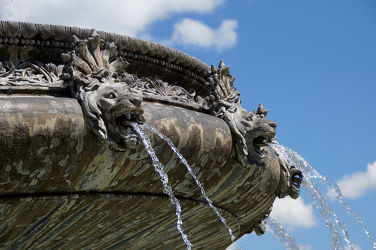 Bild mit Wasser, Schloss, Brunnen, prunkvoll, Prunkbrunnen, Springbrunnen