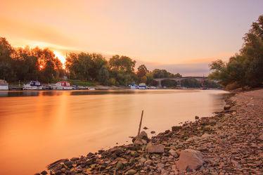 Bild mit Natur,Wasser,Landschaften,Flüsse,Sonnenuntergang,Sonnenaufgang,Sonne,Landschaft,Steine,Insel,Fluss,Rhein
