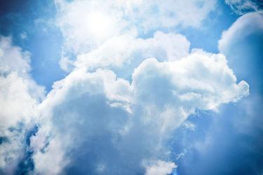 Bild mit Natur, Himmel, Wolken, Sonne, Wolkenhimmel, Wolkengebilde, Sky, Wolken am Himmel, Sonnenschein, Himmelsblick