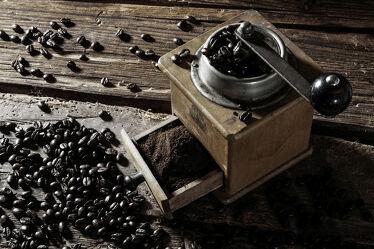 Bild mit Braun, rustikal, Küchenbild, rustikale Bretter, Food, Küchenbilder, cafe, kaffee, Kaffeemühle, Holzhintergrund