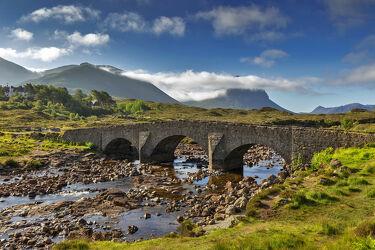 Bild mit Brücke, Bach, Schottland, Gebirge, Historisch, Fluss, Isle of Skye, Sligachan, Cuillin Hills, Steinbrücke