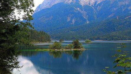 Bild mit Landschaften, Berge, Gewässer, Alpen, Bergsee, See, Entspannung, Ruhe am See, Erholung, Bayern, Freistaat Bayern, Zugspitze, Eibsee