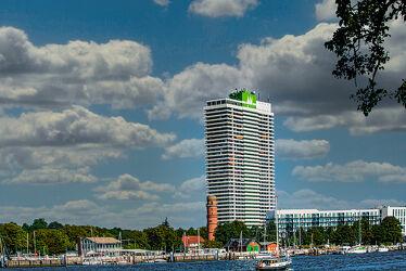 Bild mit Jahreszeiten, Urlaub, Architektur, Sommer, Sonne, Ostsee, hochhaus, Tourismus, Travemünde, Hotel