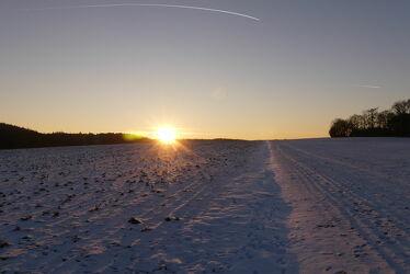 Bild mit Winter, Schnee, Sonnenuntergang, winterlandschaft, Winteraufnahmen, Landschaften im Winter, Winterbilder, Sonnenstrahlen
