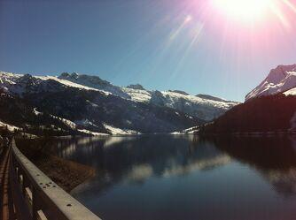 Bild mit Berge, Seen, Stauseen, Sonnenschein, Sonnenstrahlen, Wasserspiegelung