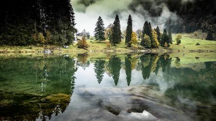 Bild mit Gewässer, Bergsee, Landschaftspanorama, Landschaften im Herbst