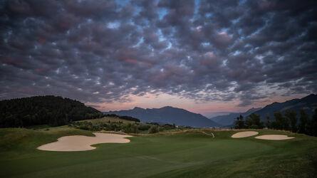 Bild mit Himmel, Wolken, Sonne, Wolkenhimmel, Wolkenhimmel Panorama, Landschaftspanorama, Golfplatz