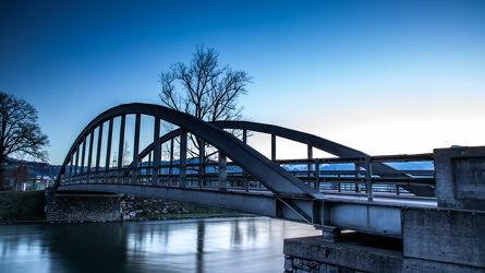 Bild mit Brücken und Bögen, Brücke, Blaue Stunde, Morgengrauen, Flusslauf