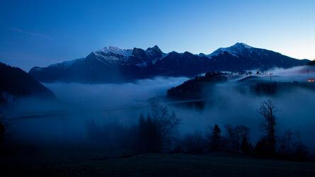 Bild mit Täler, Nebel, Blauer Himmel, Idylle, Nebelmeer