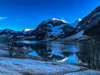 Bild mit Schnee, Wolkenhimmel Panorama, Bergsee, Winterlandschaften, Schnee in den Bergen