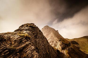 Bild mit Berge und Hügel, Nebelauflösung