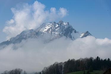 Bild mit Landschaften, Berge und Hügel, Berge, Nebel, Landschaft, landscape, Bergwelten, Berggipfel, Nebelwolken, Nebelwolke, Nebelwand