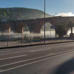 Bild mit Brücken und Bögen, Nebel, Altstadtbrücke