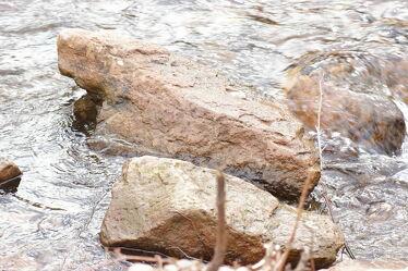 Bild mit Wasser, Gewässer, Felsen, Steine, felsenlandschaft