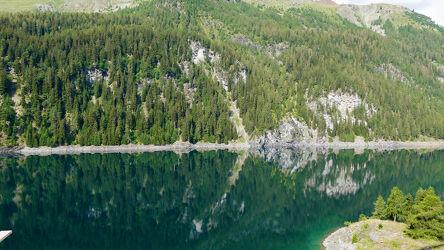 Bild mit Natur, Wasser, Nadelbäume, Felsen, Bergsee, See, Spiegelungen, Hügel und Wälder, schweizeralpen