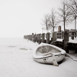 Bild mit Schnee, boot, Boote, Kälte, Frost, schwarz weiß, SW, Kalt