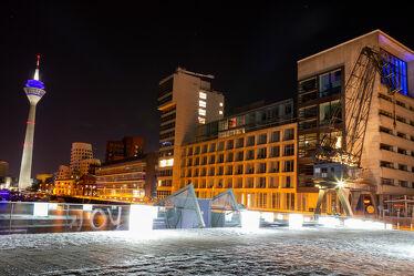 Bild mit Düsseldorf, Kran, Rheinturm, Medienhafen
