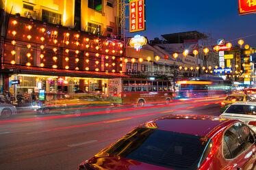 Bild mit asien, südostasien, metropole, Lichter, Stadtverkehr, chinesische Schriftzeichen, Thailand, Bangkok, Chinatown