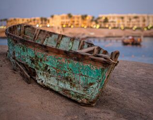 Bild mit Wasser, Strand, Sandstrand, boot, Ruderboot, Hotel