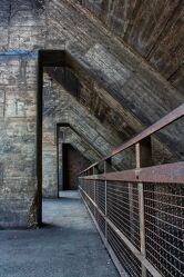 Bild mit Industrie, Abstraktes, Rost, Industrieanlagen, Flucht, Beton, dreieck, Brückengeländer, Gießbeton, retrostyle