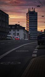 Bild mit Strasse, Sonnenstrahlen, hochhaus, Abendsonnenlicht