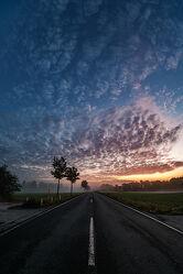 Bild mit Sonnenaufgang, Morgenrot, Wolkenhimmel, Sonnenuntergang/Sonnenaufgang, Morgenstimmung, Morgenstimmung, Morgens, Spätsommer, morgennebel, Sonnenauf