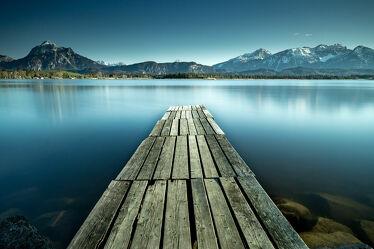 Bild mit Wasser, Berge, Alpen, Landschaft, Steg, Holzsteg, See, Spiegelung, lanzeitbelichtung