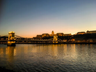 Bild mit Sonnenuntergang, Abendrot, Schloss, Strand, Ferien, Brücke, Reisen, Europa, Fluss, budapest