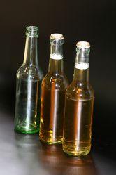 Bild mit Gegenstände, Lebensmittel, Materialien, Glas, Haushalt, Besteck und Geschirr, Trinken, Getränke, Liköre, Alkohol, Flaschen
