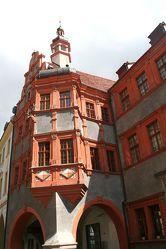 Bild mit Orte,Siedlungen,Architektur,Bauwerke,Gebäude,Städte,Brücken und Bögen,Bögen,Gebäudeteile,Häuser,Fenster,Stadt,Stadt Görlitz,Görlitz