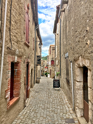 Bild mit Gebäude,Häuser,Frankreich,Okzitanien,Minerve,cathare de Minerve,Menèrba,Département Hérault,südfranzösische Gemeinde,mittelalterliche Ort,Gasse,Haus,Strasse,Haus Gasse,romanische Kirche
