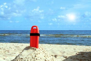 Bild mit Natur, Elemente, Wasser, Landschaften, Himmel, Jahreszeiten, Gewässer, Küsten und Ufer, Meere, Strände, Horizont, Brandung, Wellen, Aktivitäten, Urlaub, Sommer, Strand, Sandstrand, Strandblick, Meerblick