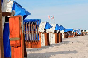 Bild mit Farben, Gegenstände, Natur, Landschaften, Himmel, Jahreszeiten, Gewässer, Küsten und Ufer, Materialien, Meere, Strände, Stein, Sand, Aktivitäten, Urlaub, Blau, Sommer