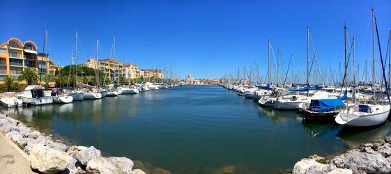 Seglboote im Hafen